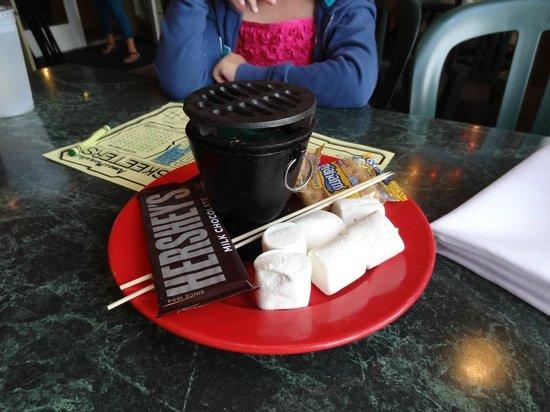 Amos Mosquito's Restaurant and Bar: Smores