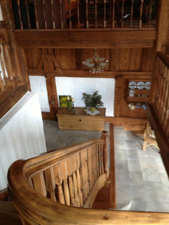 Bed & Breakfast Jackson: Staircase of resalvaged barn wood