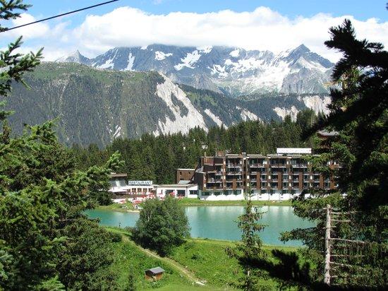 Mercure Courchevel : vue de la montagne en face l'hôtel