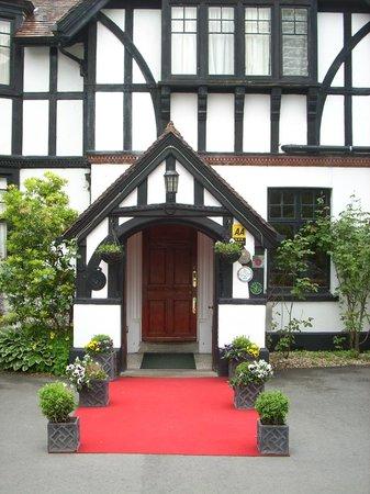 Caer Beris Manor Hotel: Hotel entrance