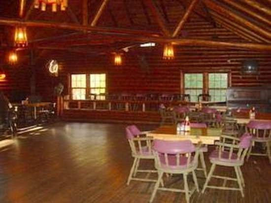 Woods Landing Resort: Dining hall/bar