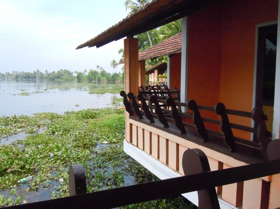 Green Palace Kerala Resort: Detail view of the cottages