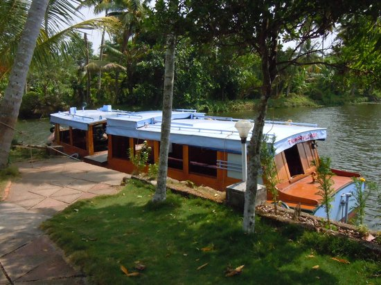 Green Palace Kerala Resort: The boat that brought us here