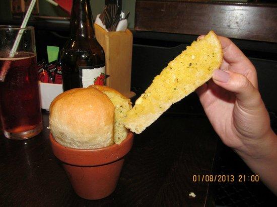 Blacksmiths Arms: Garlic Bread....yum!