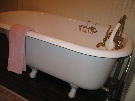 "The Garden Cottage Bed and Breakfast: A ""not for eveyone"" claw foot tub I found a treat!"