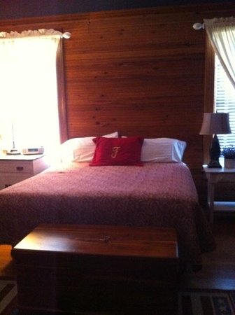 Fairview Inn Bed & Breakfast: Our King size bed