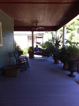 Fairview Inn Bed & Breakfast: Amazing porch