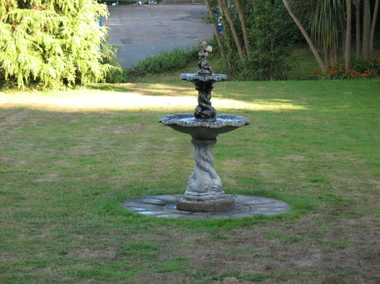 The Hotel Balmoral : fountain? or trickle tap lol