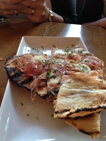 Flat bread with prosciutto and mozzarella