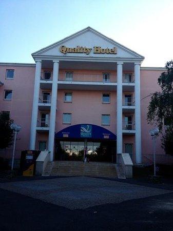 Qualys-Hotel Golf Paris Est: Voorzijde hotel