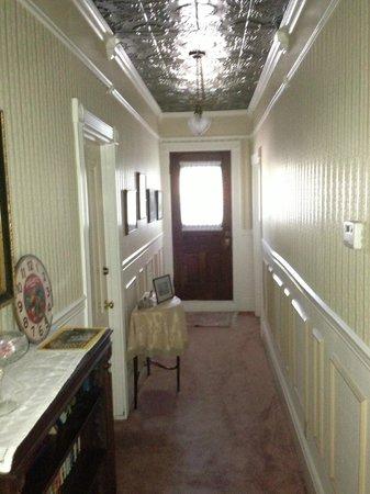 Roseberry House Bed & Breakfast: upstairs highway
