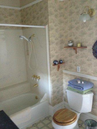 Roseberry House Bed & Breakfast: bathroom