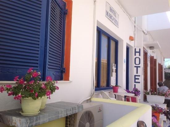 Hotel Margarita: façade colorée de l'hôtel