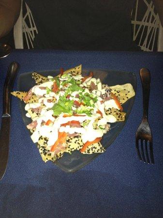 Maya Beach Hotel Bistro: Seared tuna nachos