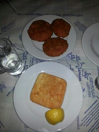 Taverna Almi : pomodori ripieni e saganaki cheese