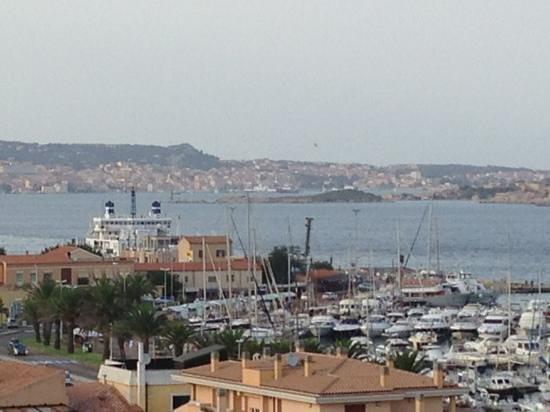 Hotel Piccada: veduta camera : Isola La Maddalena e porto di Palau