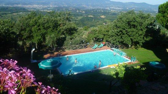 Villa La Capitata: Zwembad en uitzicht over de vallei