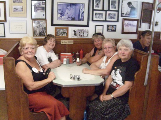 Elvis Presley Birthplace & Museum: Johnnies drive in