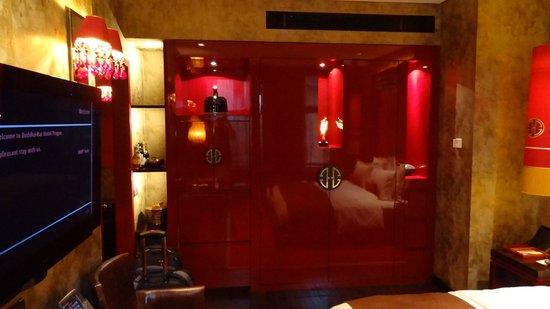 Buddha-Bar Hotel Prague : The Closet Wall System