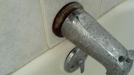 Econo Lodge: cob job faucet