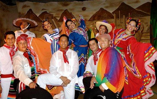 Hotel Fontan Ixtapa: Mexican Show