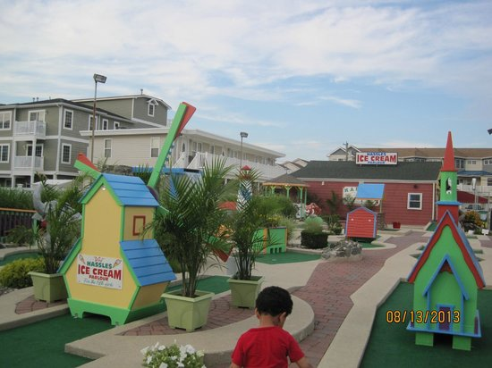 Hassles Ice Cream Parlor: Attached Mini Golf
