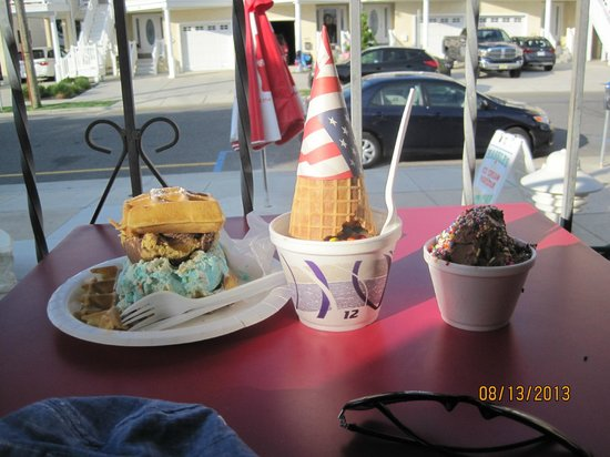 Hassles Ice Cream Parlor: Yummy Ice Cream- Try the waffle sandwich!!