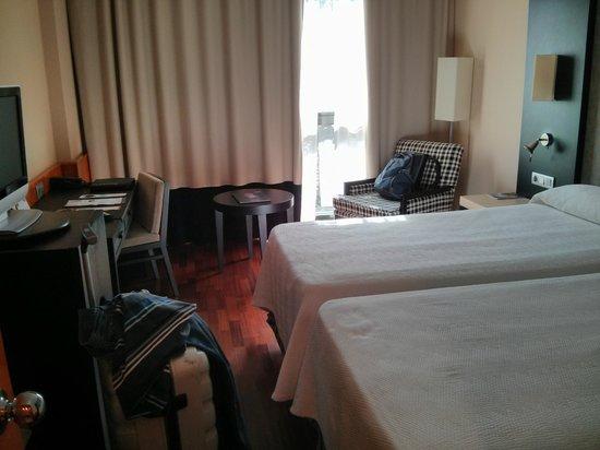 NH Amistad Murcia: Habitación single con 2 camas (usé sólo 1)