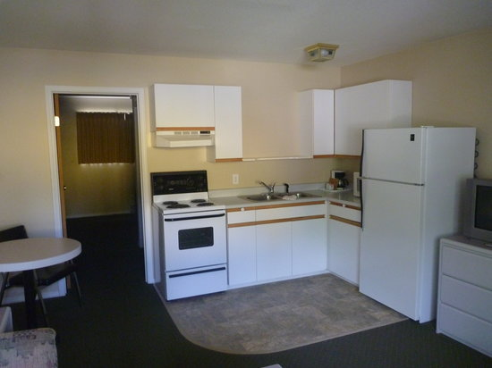 Creston Hotel: Full kitchen suites
