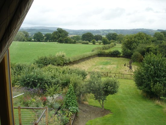 Shropshire Hills Bed and Breakfast: VIEW FROM THE BEDROOM
