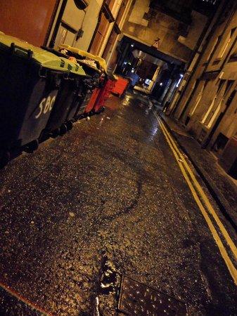Travelodge Edinburgh Central Princes Street: Entrance to the Hotel
