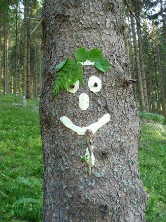 Ferien am Talhof: Selbst gemachte  Waldgeister warten auf die Gäste