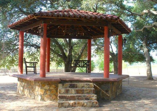 Rancho Los Chabacanos: Kiosko al centro del Rancho