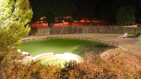 Rancho Los Chabacanos : Alberca por la noche