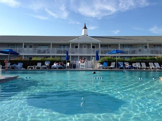 The Ocean Resort at Bath & Tennis: pool and main building are terrific!