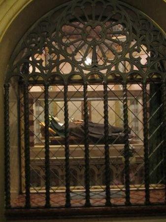 Basilica di Santa Chiara: Incorrupt remains of St. Clare.