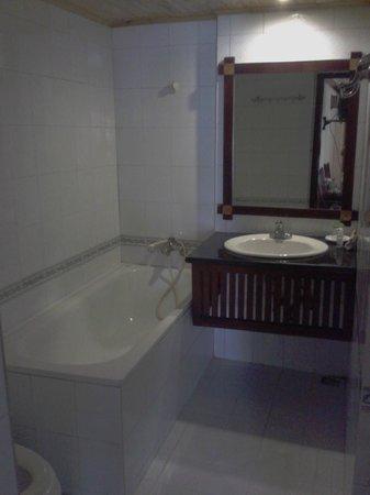 Sapa Auberge Hotel: Bathroom
