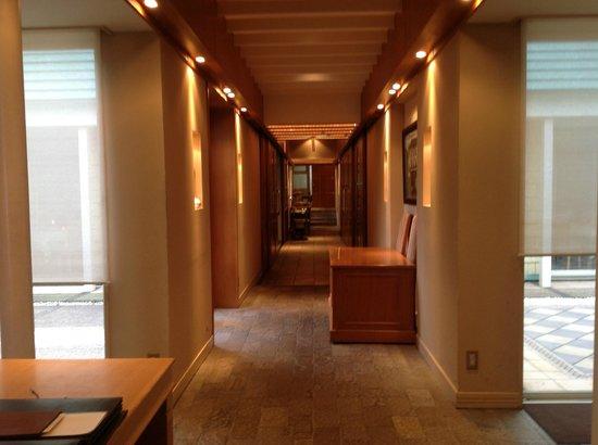 Forest Bianca : Hallway