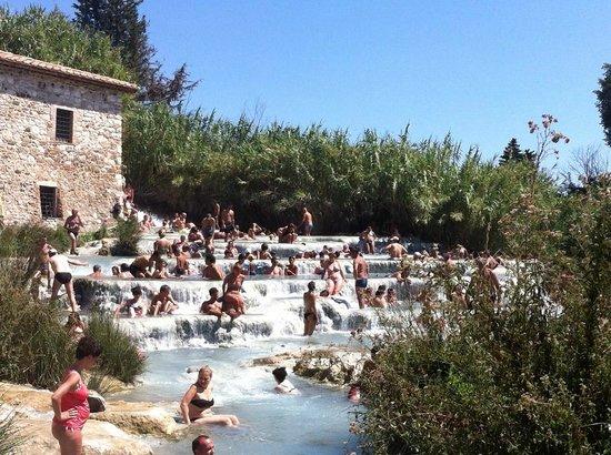 Saturnia, Italia: le cascate del mulino