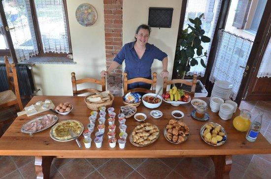 Agriturismo Bevione: Antonellas Frühstück