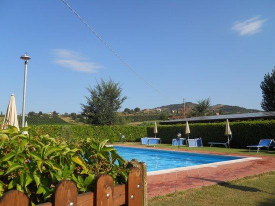 Casa Vacanze Vecchio Granaio: zona piscina