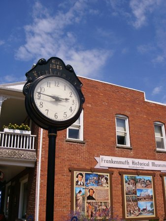 Frankenmuth Historical Museum : Town clock with museum in rear