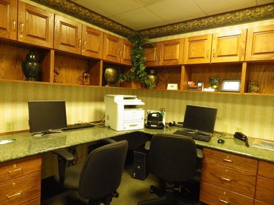 Country Inn & Suites By Carlson, Bentonville South: business center has professional printer with fax