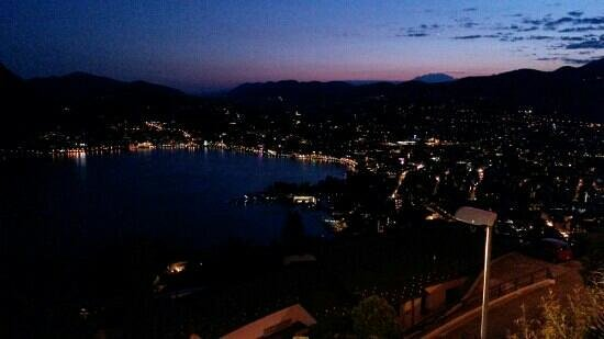 Hotel Colibri: Lugano and lake by noght