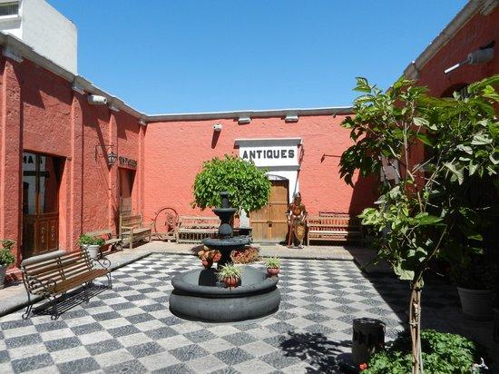 Hotel San Agustin Posada del Monasterio: Courtyard