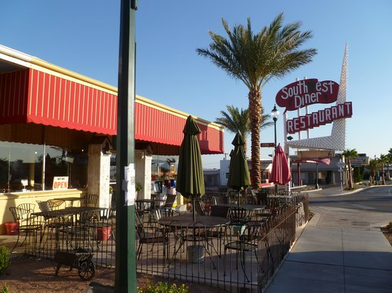Southwest Diner: Outdoor as well as indoor dining