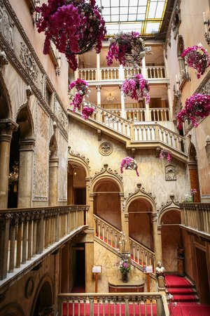 Hotel Danieli, A Luxury Collection Hotel: Very Grand Staircase Amazing Ideas