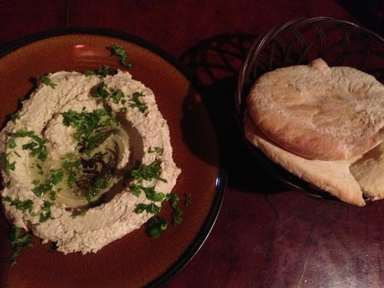 Burger Rancho: Hummus and pita!!