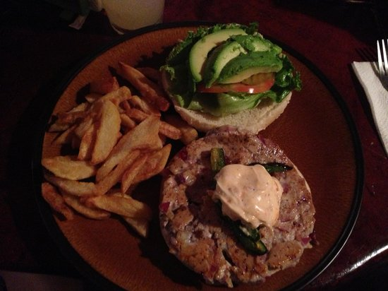 Burger Rancho: Tuna burger with garlic sauce!