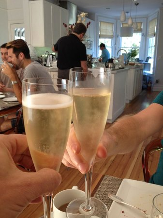 The Chanric Inn: Treated to champagne for brunch and evenings!